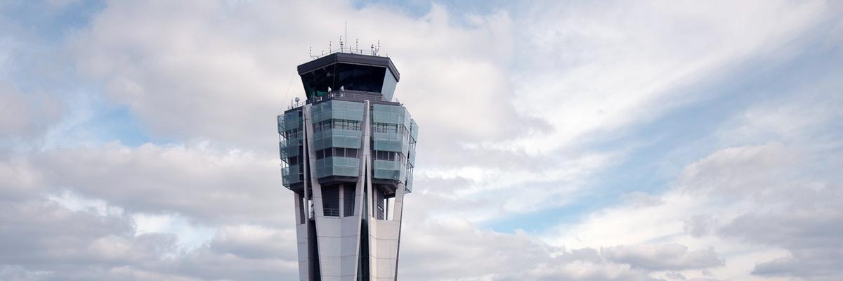 Torre de control del aeropuerto de Santiago